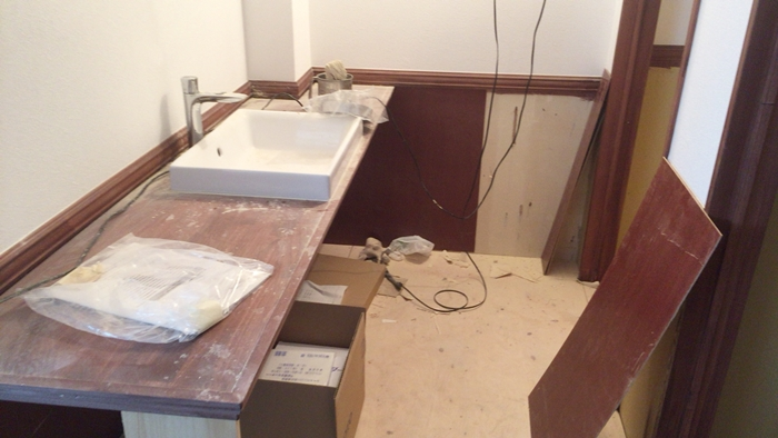 藤沢のメイドカフェバー『Montecito』のトイレ前の洗面所